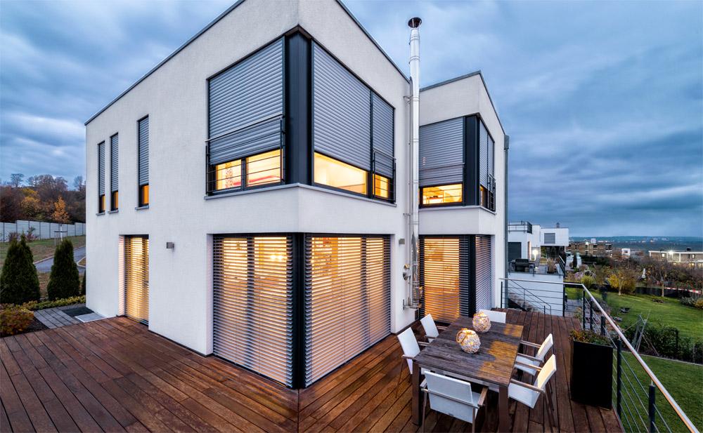 Einfamilienhaus mit PURO Aufsatzrollladen und CDL Raffstoren | Foto: ROMA KG